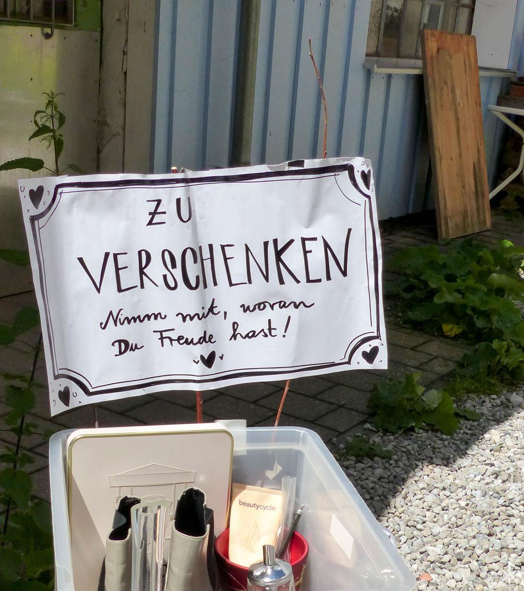 Hinterhof-Flohmarkt im Bismarckviertel, Augsburg, Juni 2016
