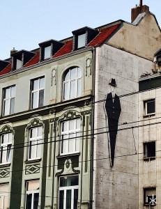 Altbau in Köln mit Streetart
