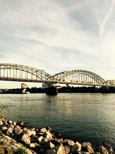 Blick auf die Südbrücke am Rhein