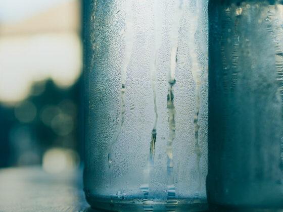 Schwitzen im Sommer tut auch mal Glas – es sei denn vielleicht, es trägt Deo ohne Aluminium